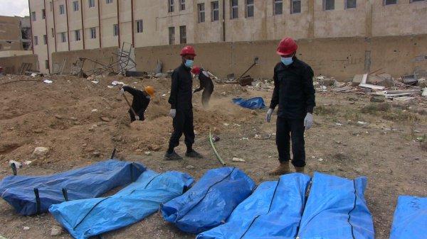 Массовые захоронения жертв ИГИЛ продолжают находить в Сирии.