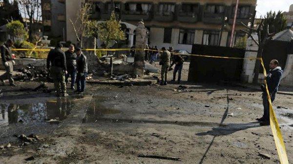 Десятки человек погибли в результате подрыва автобуса в Сирии.