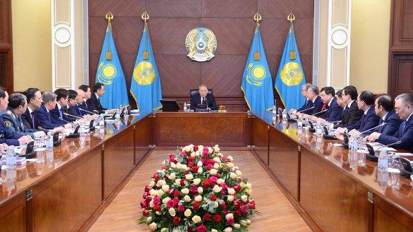 Нурсултан Назарбаев представил новое правительство Казахстана.