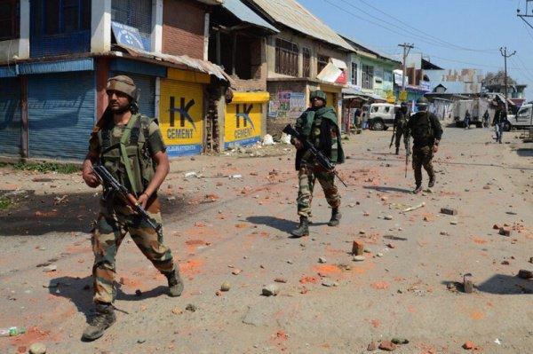 В штате Кашмир продолжается антитеррористическая операция.