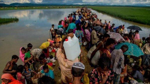 «Вынужден с сожалением сообщить, что Бангладеш не в состоянии больше принимать беженцев», - сказал Хакье