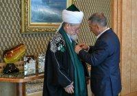 Минниханов наградил Талгата Таджуддина орденом «Дуслык»