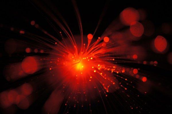При таком подборе параметров, говорят физики, лазерный луч переставал рассеиваться, а его мощность повысилась в 4,5 раза