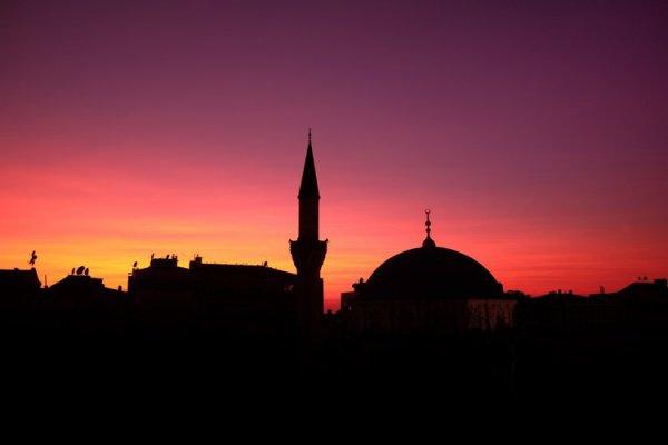 Эту мечеть Пророк (мир ему) приказал сжечь