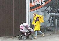 В Ростове курьером «Яндекс.Еды» работает мама с коляской (ФОТО)