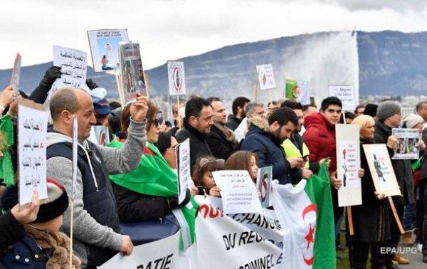 Манифестации продолжаются в Алжире уже на протяжении двух недель.