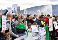 Более миллиона жителей Алжира вышли на митинг против президента