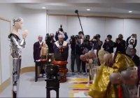 Священнослужитель-робот начал работу в храме в Японии