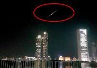 В пустыне ОАЭ ищут упавший метеорит