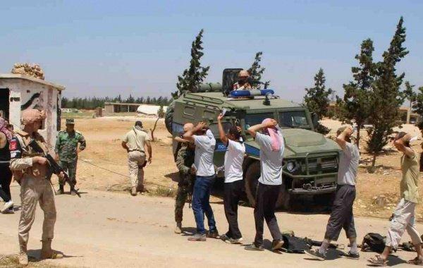 Боевики ИГИЛ продолжают сдаваться правительственным силам.
