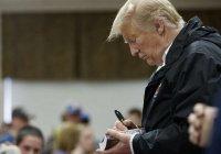 В США за 325 долларов продали Библию с автографом Трампа