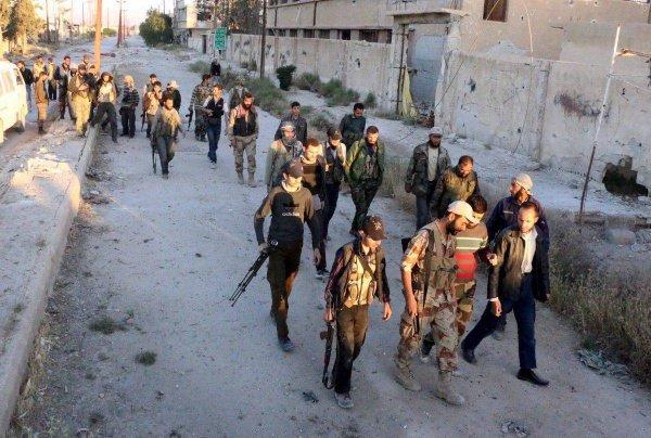 Амнистированные боевики обязались вернуться к мирной жизни.
