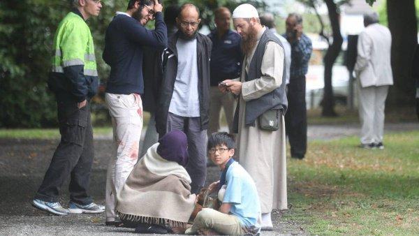 В больницах продолжают оставаться десятки мусульман.