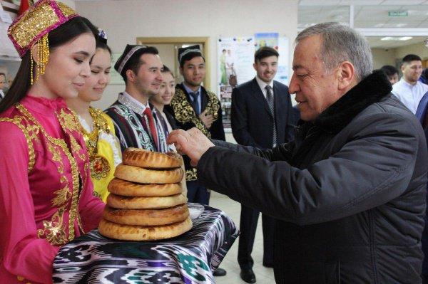 Рустам Касымов посетил Дом Дружбы народов Татарстана в Казани.