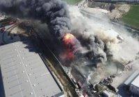 В Стамбуле горит крупнейшая химическая фабрика