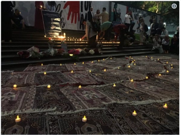 В Мельбурне в память о погибших постелили 49 ковриков для молитв