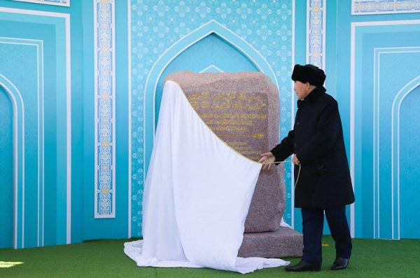 Казахстанский лидер на церемонии.