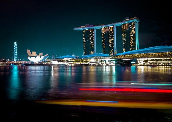 После 5 лет лидерства Сингапура на вершине помимо него также оказались Париж и Гонконг