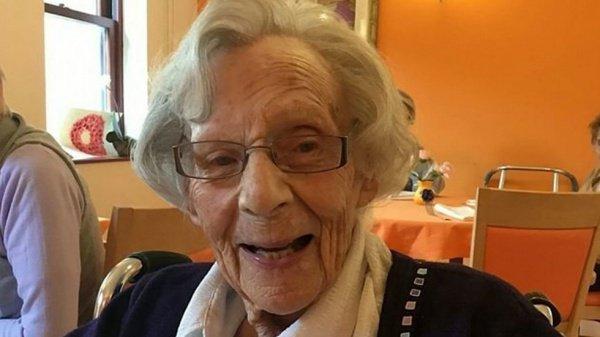 В рамках благотворительной кампании долгожительница написала записку со своим заветным желанием