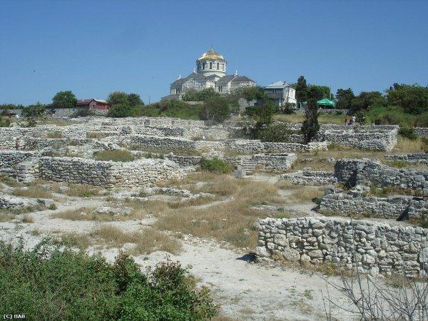 Херсонес - место, в которого на Руси начало распространяться христианство.
