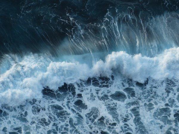 Выяснилось, что размер и частота волн-убийц зависят от области моря и времени их зарождения