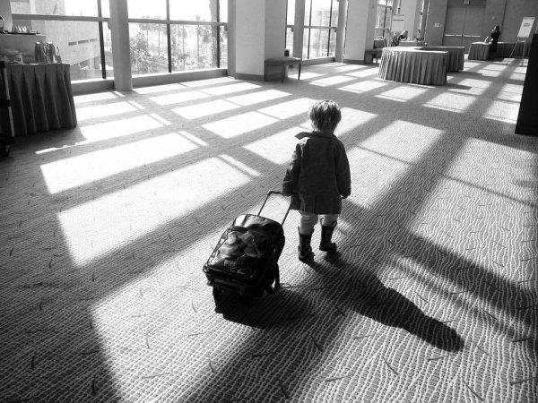 Лишь 2% самостоятельных путешественников берут с собой младенца, когда летят в страны дальнего зарубежья