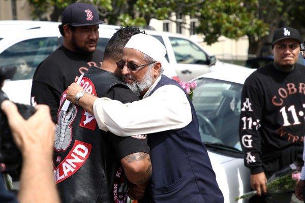 Байкеры поддержали мусульман (AFP/Getty Images)