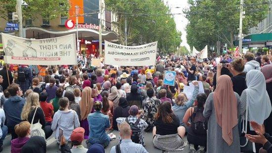 Митинг в Мельбурне.