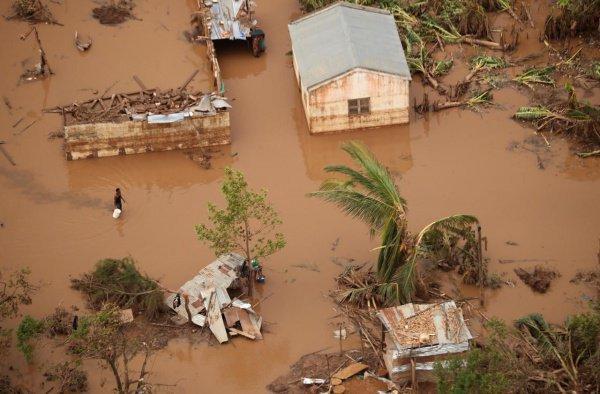 Последствия мощного циклона в Африке.