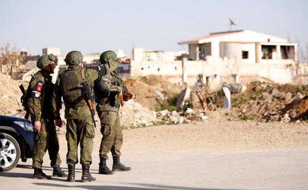 Российские военные попали в засаду боевиков.