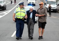 95-летний житель Новой Зеландии вышел на митинг в поддержку мусульман