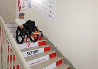 Паралимпиец установил рекорд по спуску с лестницы небоскреба