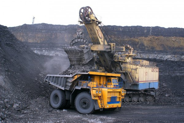 Высочайшую среднемесячную зарплату получают в сфере добычи полезных ископаемых, там она составляет 79,4 тыс. рублей