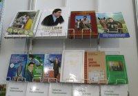 Школьников Туркменистана обязали купить книги президента республики