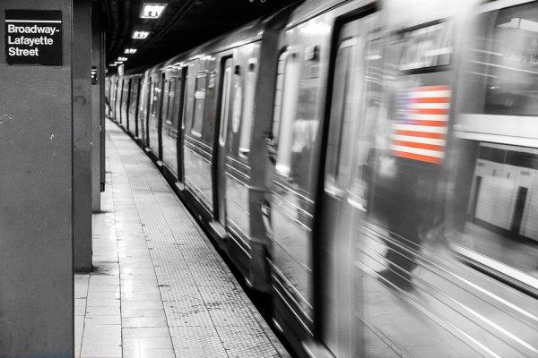 Поезд ехал быстро и звуковые сигналы не подавал
