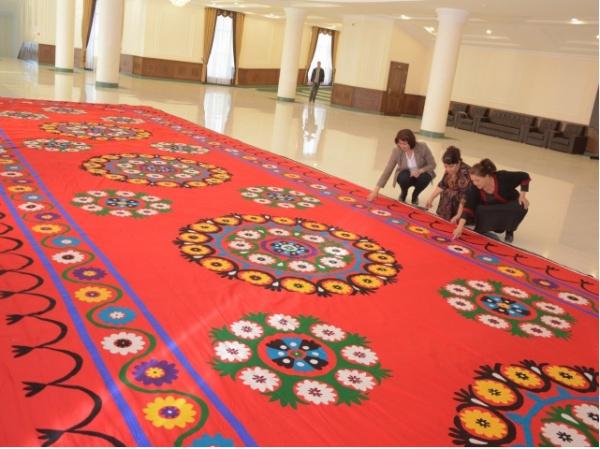 Самый большой в мире шелковый ковер.