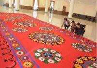 Самый большой в мире шелковый ковер вышили в Узбекистане
