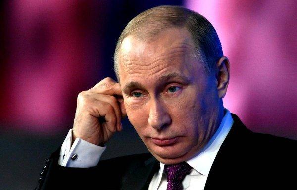 Президентский срок Владимира Путина истекает в 2024 году.