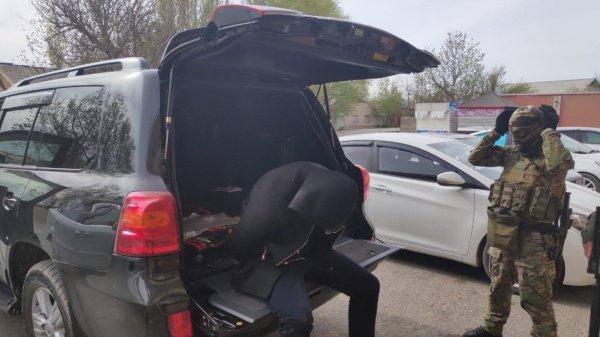 Фото с места спецоперации в Шымкенте.