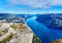 В Норвегии мужчина прошел по канату на километровой высоте (ВИДЕО)