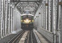 В Китае в жилое здание врезался грузовой поезд