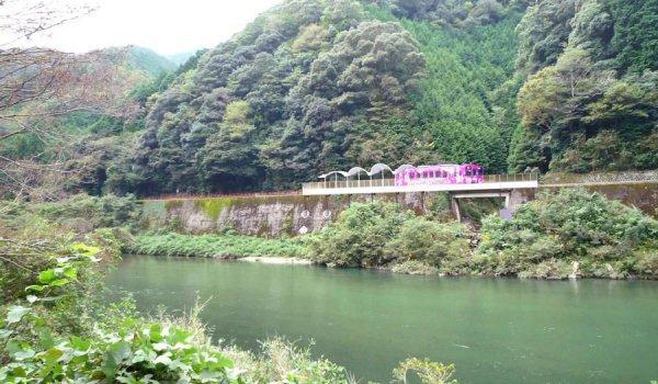 Станция располагается на мосту и называется Seiryu-Miharashi