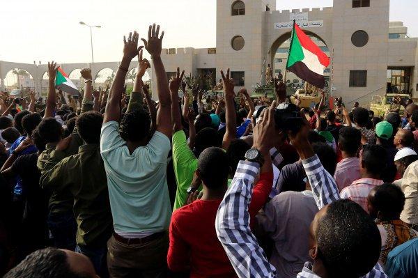 В Судане произошел военный переворот.