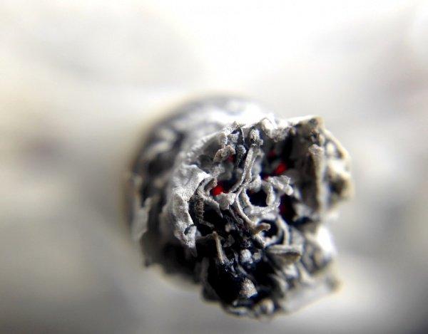 По словам лондонских исследователей, бросающие курить люди нередко сталкиваются с чувством одиночества