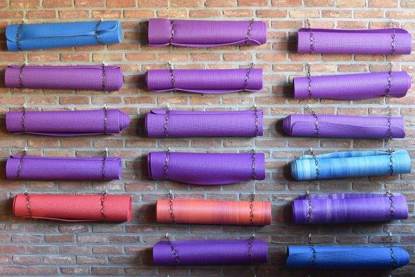 Согласно исследованиям, йога подходит и для тех, кто желает понизить индекс массы тела, уровень холестерина, а также справиться со стрессом