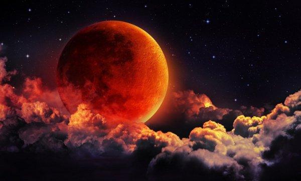 Воспламенение Луны: правда ли, что ранее Луна светила так же, как и Солнце?