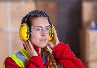 Медики отметили тенденцию к ухудшению слуха среди молодежи