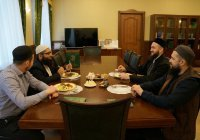 Муфтий встретился с исламским экономистом из Пакистана