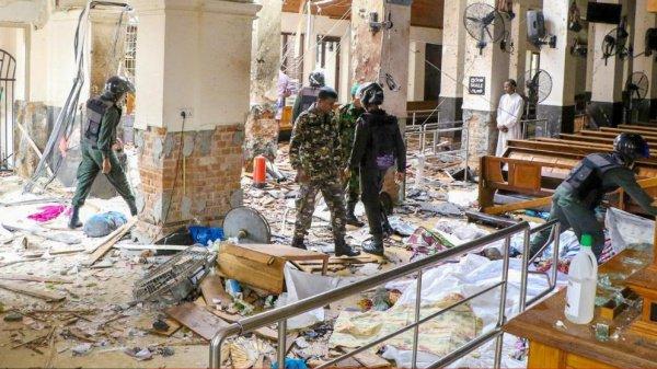 Жертвами терактов стали три сотни человек.