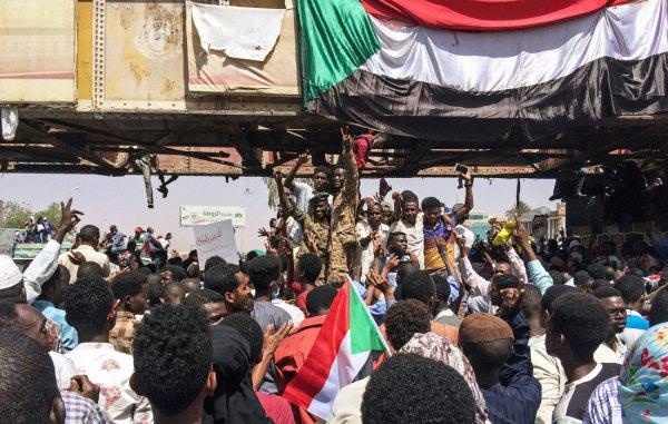 Суданом в течение двух лет буде управлять военный совет.